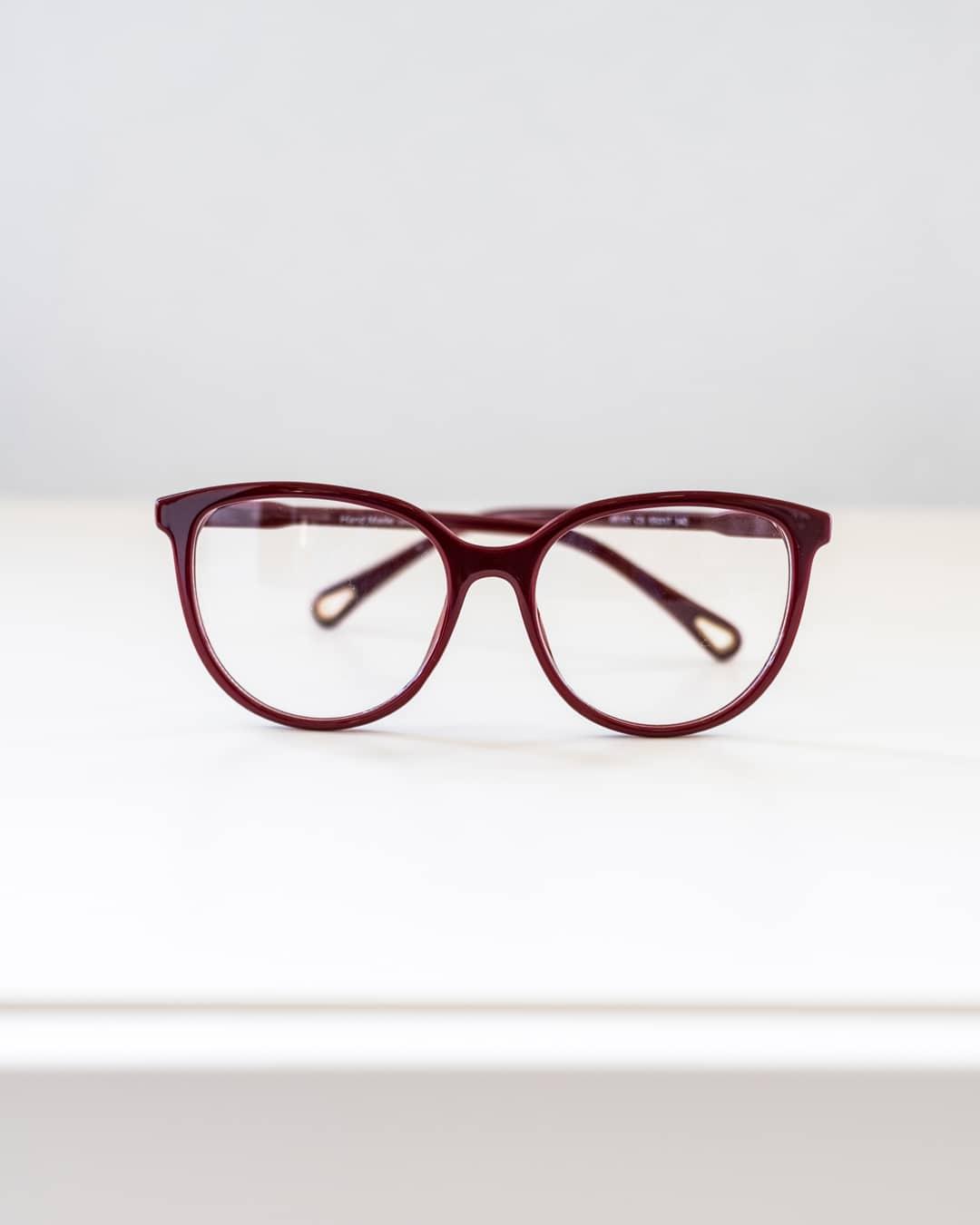 Round Burgundy glasses