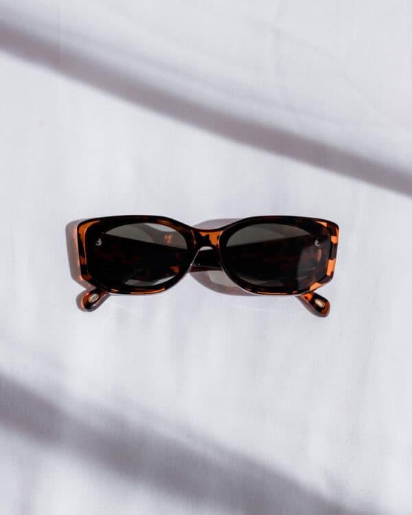 Oval Sunglasses Tortoise